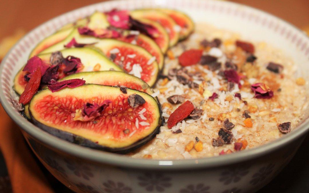Haferporridge mit Apfel und Rosinen (roh)